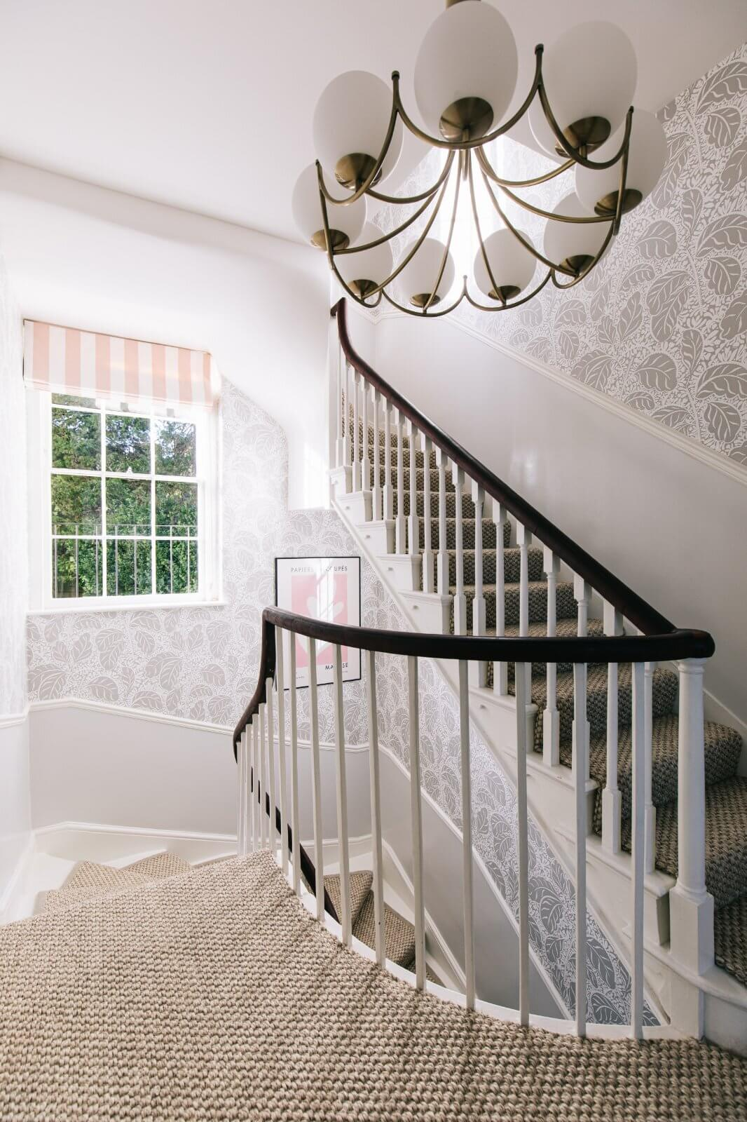 serene-townhouse-bath-staircase-gainsborough-nordroom