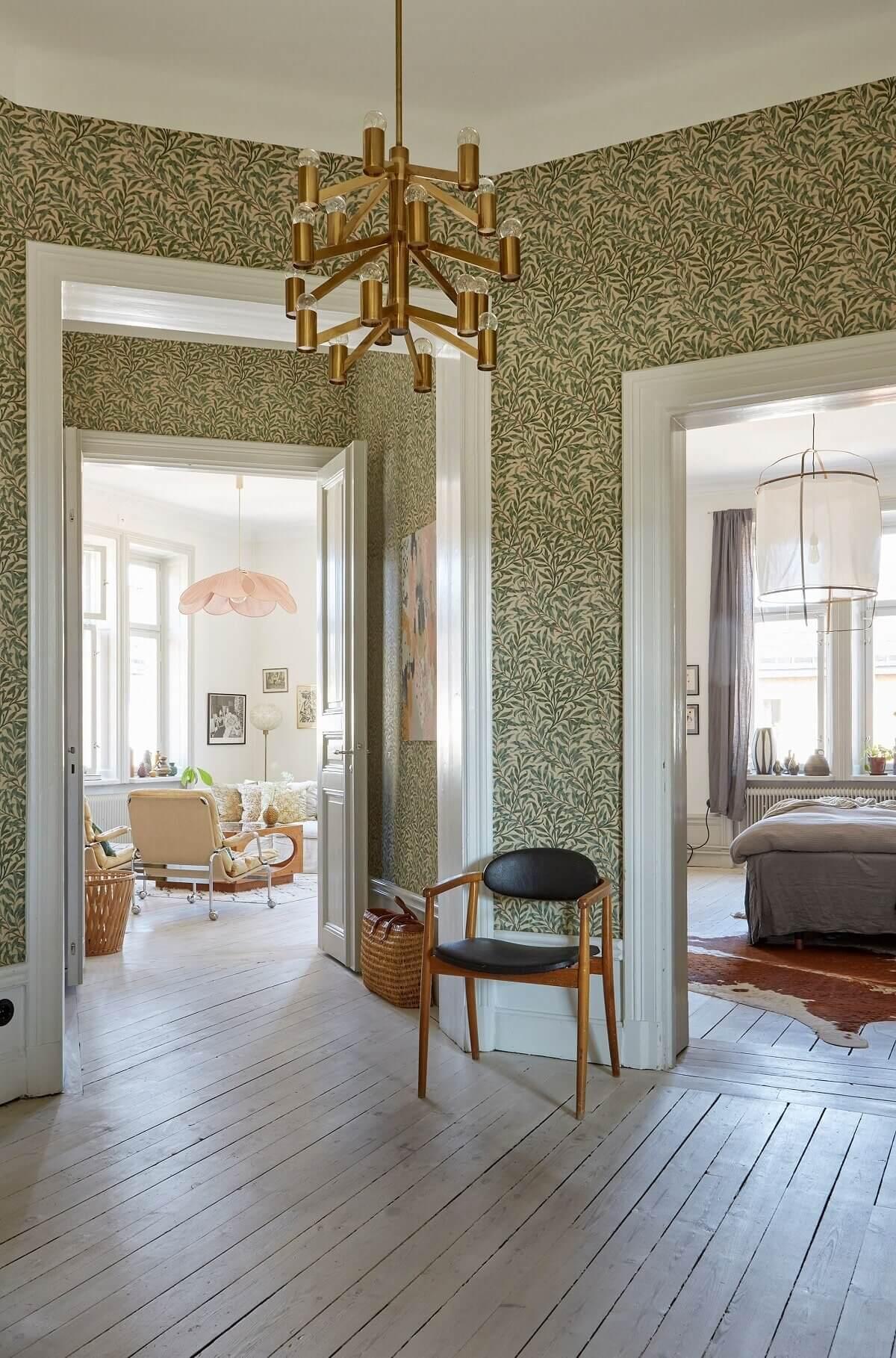 hallway-green-wallpaper-scandinavian-apartment-nordroom