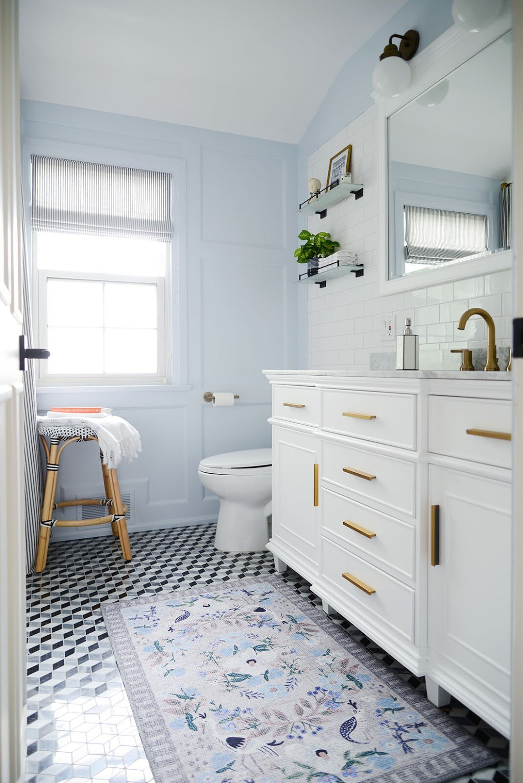 light-blue-bathroom-paint-colors-that-add-value-to-your-house-nordroom (1)