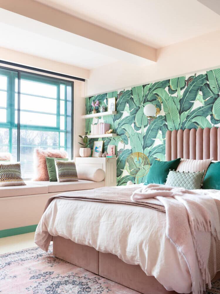 pink-bed-green-leaf-wallpaper-nordroom